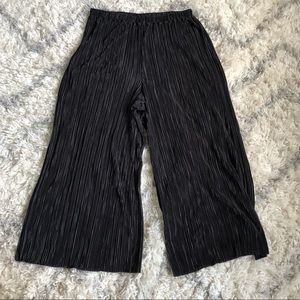 Black Pleated Cropped H&M Pants